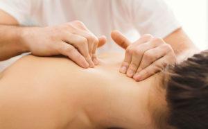 Massage Shiroabhyanga de la tête et des épaules
