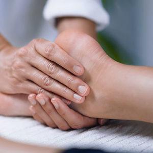 Bol Kansu massage des pieds